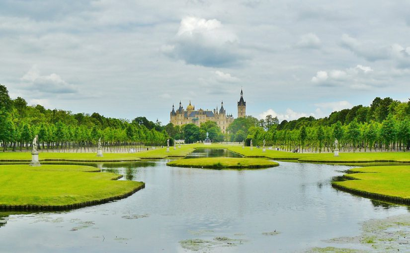 Factoring in Schwerin